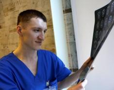 Для хирурга Артема Киргизова каждая операция превращается впоединок ссудьбой