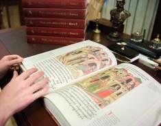 «Транснефть» передала в Научную библиотеку ТГУ Царь-книгу