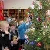 История на иголках. Третий год подряд молчановские ребятишки наряжают необычную елку