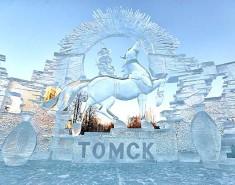 Главная площадь города в ожидании фестиваля ледовых скульптур