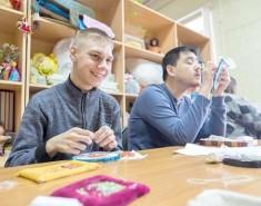 Работа в мастерских дает ребятам надежду на будущее