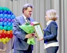 Мэр поздравил работников детских садов