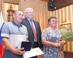Глава региона вручил медали супружеским парам, прожившим вбраке более четверти века