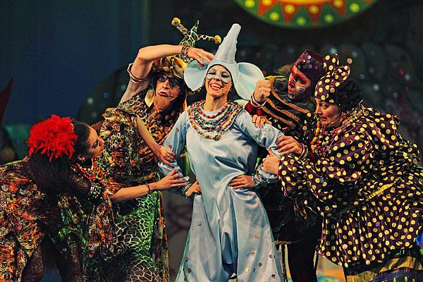 Сцена из фестивального спектакля Новосибирского театра музыкальной комедии –  музыкальной сказки А. Кротова «Слоненок»