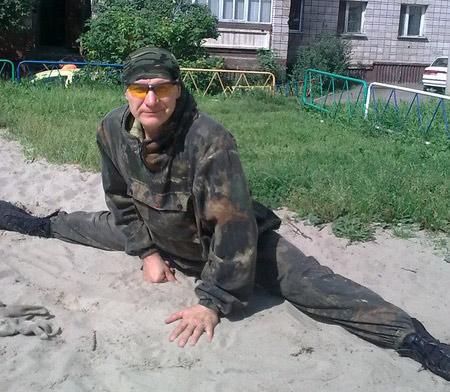 На минувшей неделе Сергею исполнилось 56, но далеко не каждый юноша сможет повторить упражнения «по системе Казакова». «Так держать!» – желают Сергею Борисовичу все, кто его знает
