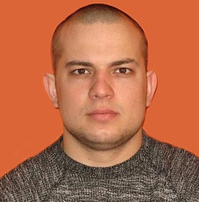 Талаев Денис Владимирович, 07.04.1984 г.р. Рост180 см., короткая стрижка, плотного телосложения. Был одет в черную футболку, черные штаны и обувь черного цвета.
