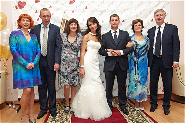 На свадьбе сына, сентябрь 2011-го. Избранницей Евгения стала Даша, выпускница ЭФ ТГУ