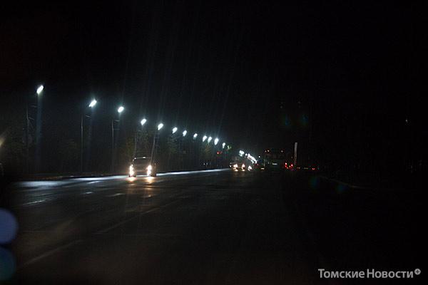 Улица Нахимова, 3 октября, 21.30: по одной стороне дороги фонари не работают. Полное освещение, по данным ГИБДД, в этот день здесь включили только в  22.30