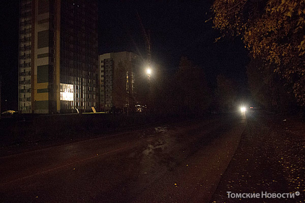 Микрорайон Зеленые Горки в кромешной тьме – вдоль проезжей части ни одной опоры электроосвещения