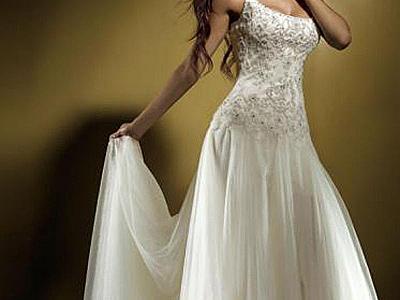 Как вариант, позволяющий существенно сэкономить на приобретении свадебного платья, может быть рассмотрен прокат этого праздничного наряда или покупка его «с