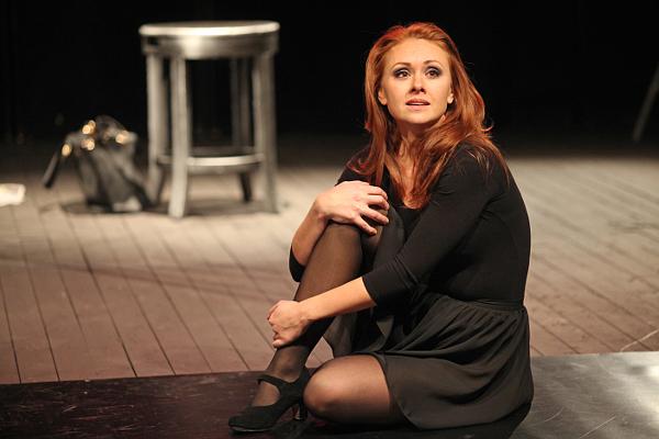 Номинация «Главная женская роль» Олеся Латыпова (моноспектакль Pine Bar)