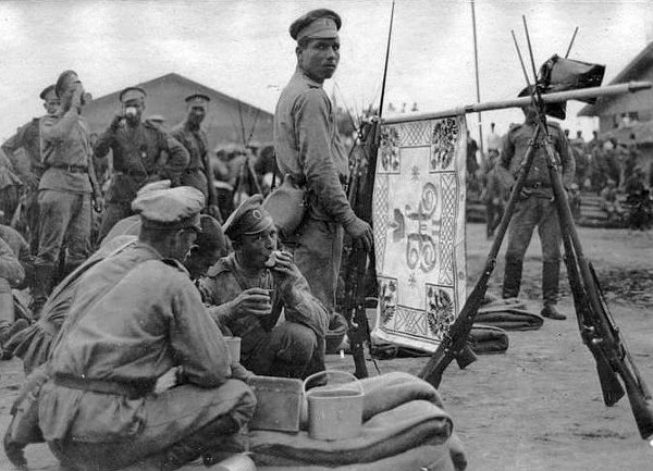 Русские войска на привале в Салониках (Греция). 1916 год