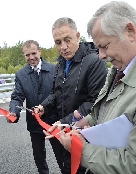 Отрывок ленты вице-губернатор Леонид Резников пообещал подарить Сергею Жвачкину