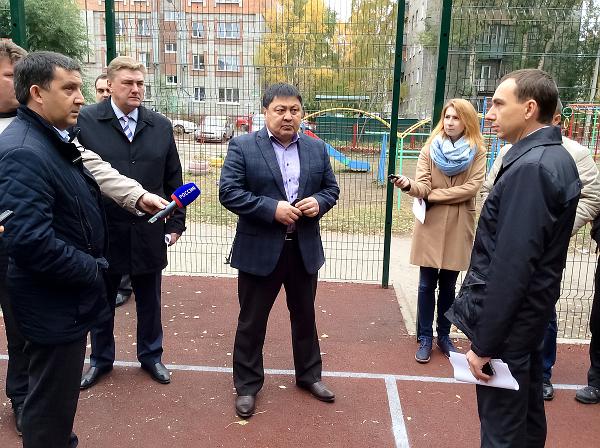 В объезде принимал участие заместитель губернатора Томской области по социальной политике Чингис Акатаев, который отметил важность проекта по строительству спортивных площадок в Томске