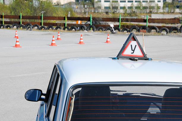 Учебный автомобиль в автошколе