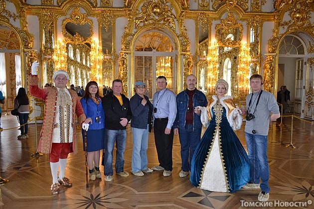 участники автопробега  на экскурсии в  Екатерининском двореце