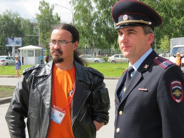 Двукратный призер Сибирского характера Андрей Ким и врио начальника УГИБДД Андрей Драница
