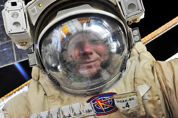 …и сделал первое в мире космическое селфи