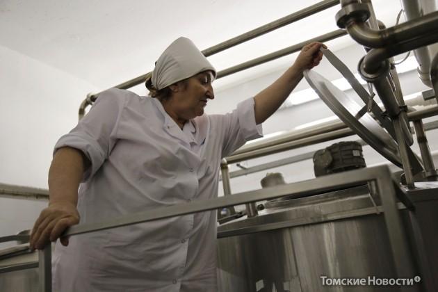 Процесс варки мороженого полностью автоматизирован. За исправной работой итальянского оборудования следит начальник варочного участка Клавдия Комлык