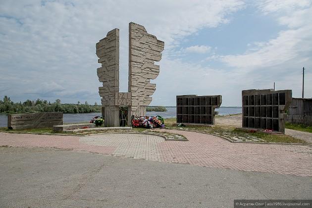 Перед юбилеем окончания Великой Отечественной войны площадь Победы в Белом Яру преобразилась, в том числе благодаря укладке тротуарной плитки