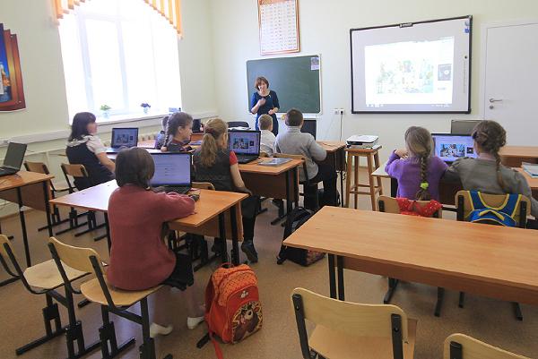 Ученики белоярской школы № 2 первыми почувствовали, на  что способна щепа: в классах теплота!