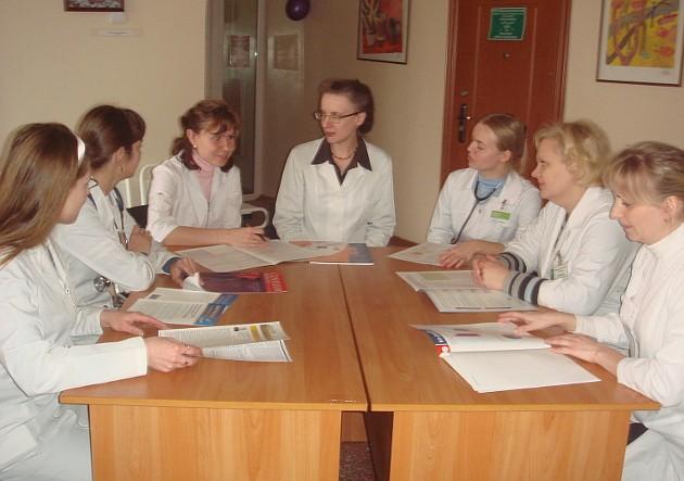 Марина Внушинская (в центре) и ее команда