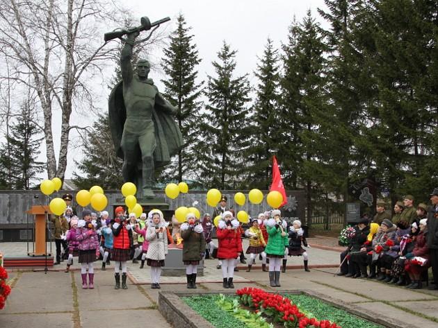 Парабель У памятника(1)