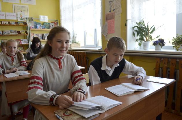 Эстонские костюмы березовские школьники надевают с удовольствием – привыкли к ним на занятиях художественной самодеятельностью