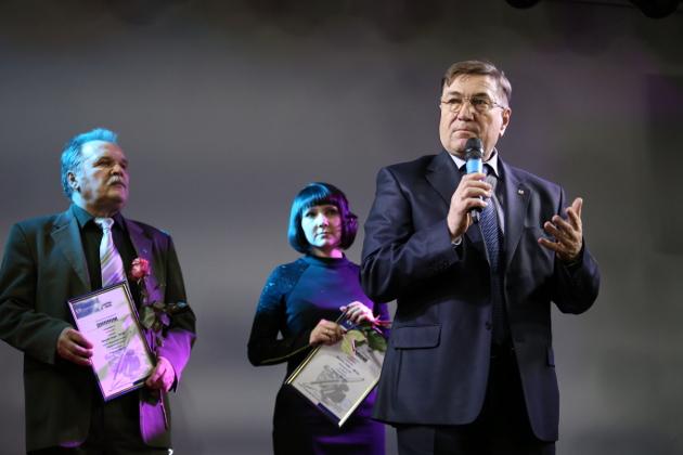 Александр Феденев: «Больше 20 лет я не живу в Бакчарском районе. Но все эти годы я внимательно и пристально слежу за всем, о чем пишет газета «Бакчарская жизнь». Так что районная газета – наше всё»