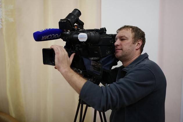 Оператором возьмем Антона Сухушина, судя по количеству акул, Михаил Скворцов там, на ГТРК, всех обучил