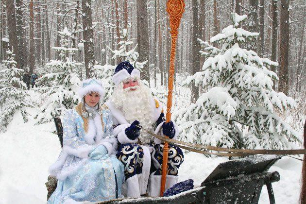 tomskaya_pisanica_ded_moroz_so_snegurkoyi