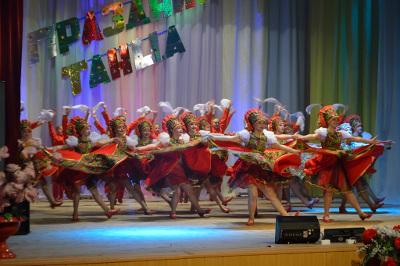 Участники ансамбля «Вдохновение» во главе с руководителем Айгуль Ахмеджановой вдохновляются сами и зажигают своим оптимизмом зрителей самых разных концертных площадок