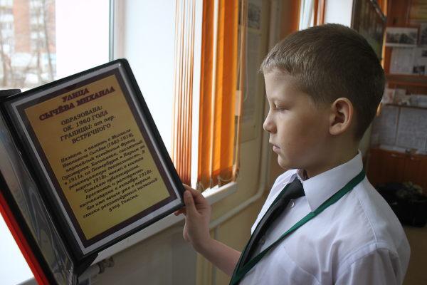 shkolnik-v-muzee-istorii-stepanovki