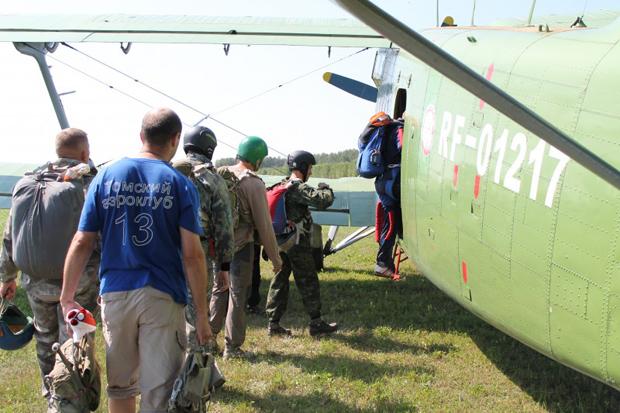 самолет парашютисты