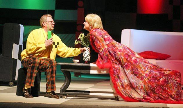 Сцена из спектакля «Слишком женатый таксист»