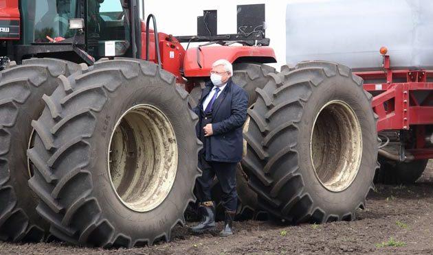 Сергей Жвачкин проинспектировал Кожевниковский район в активной фазе посевной