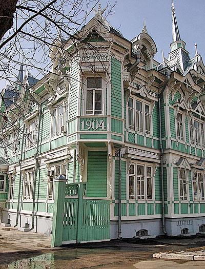 Здание лицензионной палаты на ул. Белинского капитально отремонтировано много лет назад, но благодаря заботе населяющих его ведомств не теряет очарования и свежести