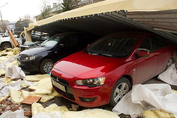 По предварительным оценкам причиной тому стал не только ветер, но и нарушения, допущенные при реконструкции здания