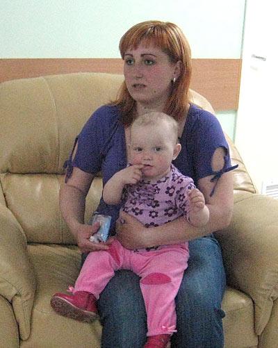 Сейчас Арине уже 10 месяцев, она весит12 кг, у нее восемь зубов!