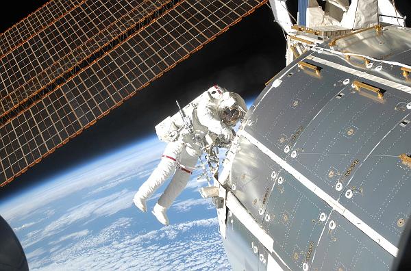 Геннадий Падалка совершил десятый, юбилейный, выход в открытый космос…