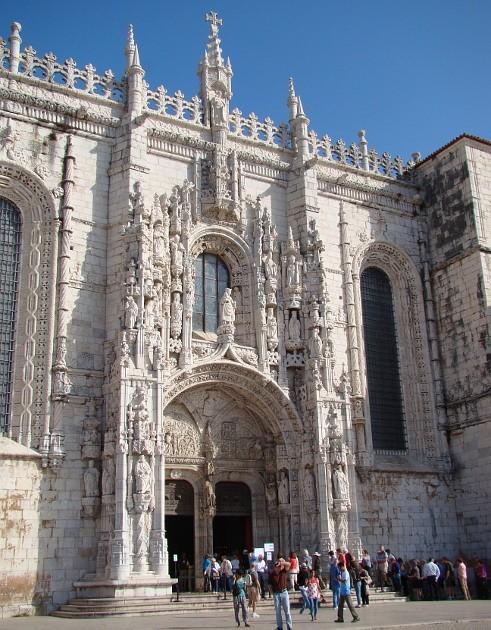 Португальцы открыли новый стиль вархитектуре– мануэлино– по имени короля: вэтой технике сочетаются элементы готики иморской тематики– канаты, якоря, ракушки