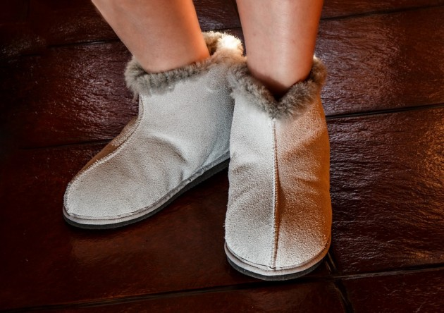 sheepskin-slippers-444181_960_720