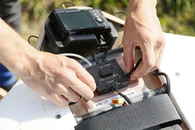 Маленькая черная коробочка вцентре– электронный мозг беспилотника, его бортовой компьютер