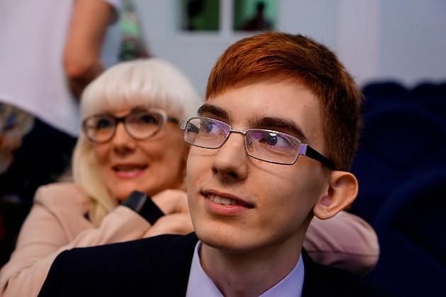 Выпускник северской гимназии Даниил Павленко – один из 29 отличников по русскому языку. Девять ребят написали на 100 баллов математику, двое – литературу. По одному выпускнику получили высший балл по обществознанию и информатике
