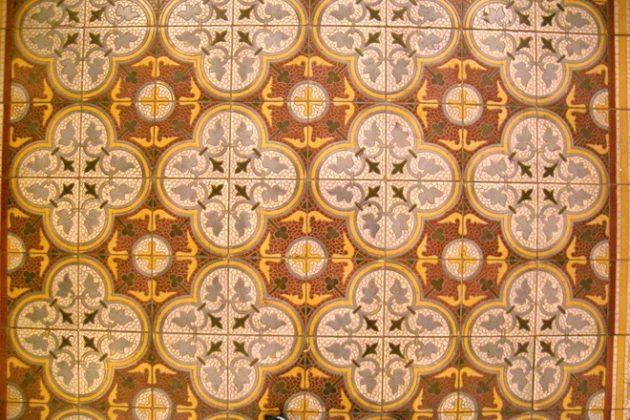 patterned-tiles-1526406