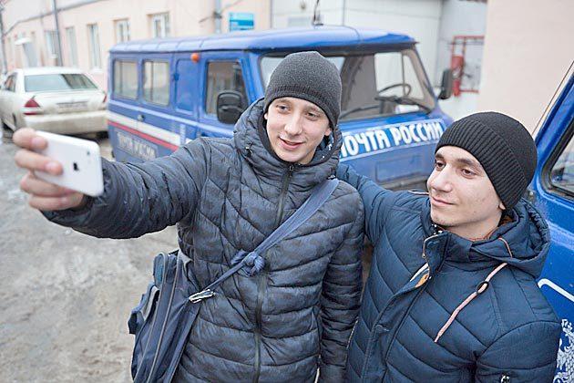 Селфи на фоне служебных машин украсят «дембельский альбом» Арама Геворгяна и Даниила Гаврилина