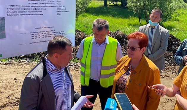 Областные депутаты проинспектировали ключевые объекты дорожного строительства